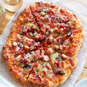 トマトソースのクイックピザのレシピと作り方。 料理研究家・フードコーディネーター藤井玲子のレシピと料理写真。 #れこれしぴ
