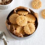 サクサクほろり♡メープルとくるみの型抜きクッキーのレシピと作り方。 料理研究家・フードコーディネーター藤井玲子のレシピと料理写真。れこれしぴ