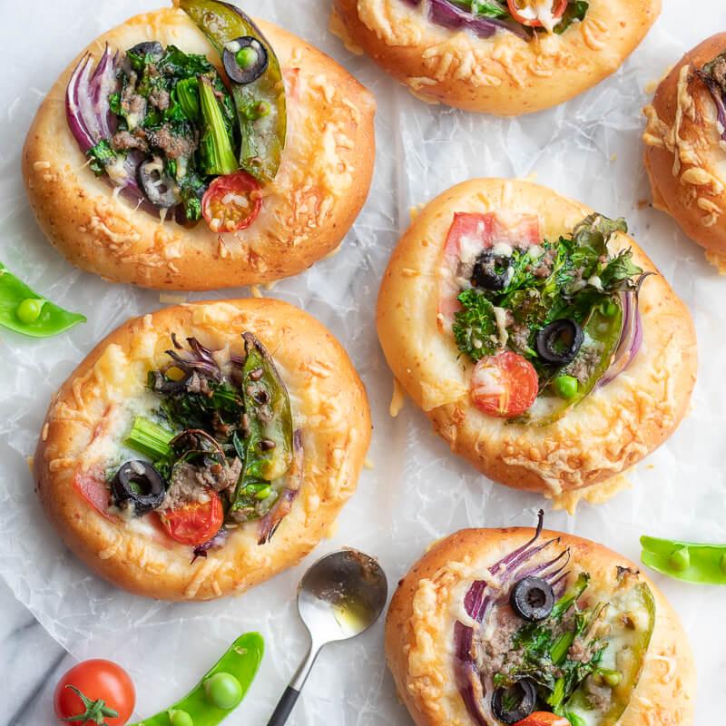 春野菜たっぷり!チーズフォカッチャのレシピと作り方。スタイリングと写真の撮り方。 料理研究家・フードコーディネーター藤井玲子のレシピと料理写真。れこれしぴ