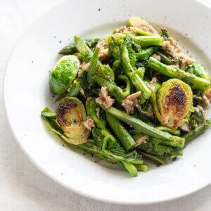 春野菜のホットサラダのレシピと作り方。スタイリングと写真の撮り方。 料理研究家・フードコーディネーター藤井玲子のレシピと料理写真。れこれしぴ