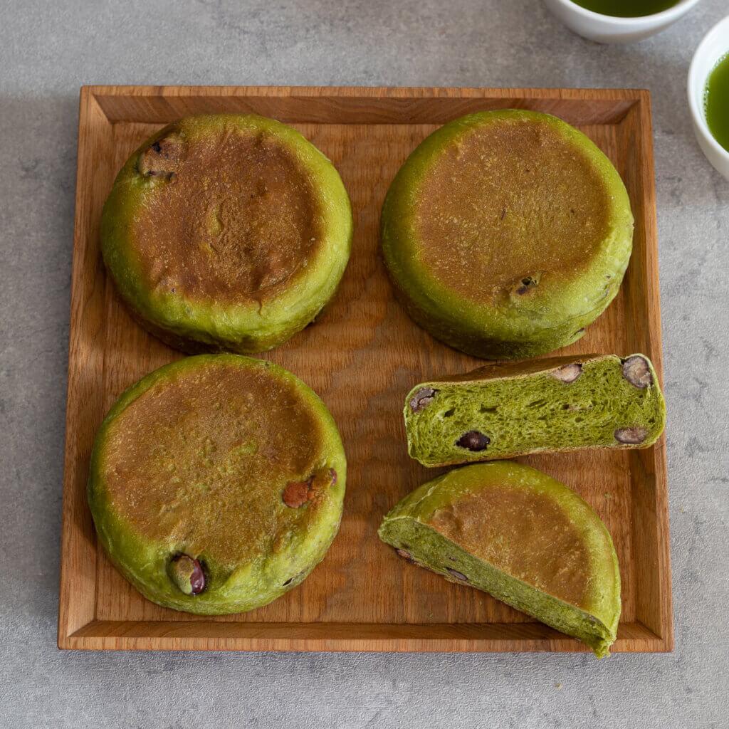 米粉入り♪抹茶と大納言のイングリッシュマフィン のレシピと作り方。スタイリングと写真の撮り方。 料理研究家・フードコーディネーター藤井玲子のレシピと料理写真。れこれしぴ