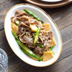 アスパラと筍の牛肉オイスター炒めのレシピと作り方。スタイリングと料理写真の撮り方。 料理研究家・フードコーディネーター藤井玲子のレシピと料理写真。れこれしぴ