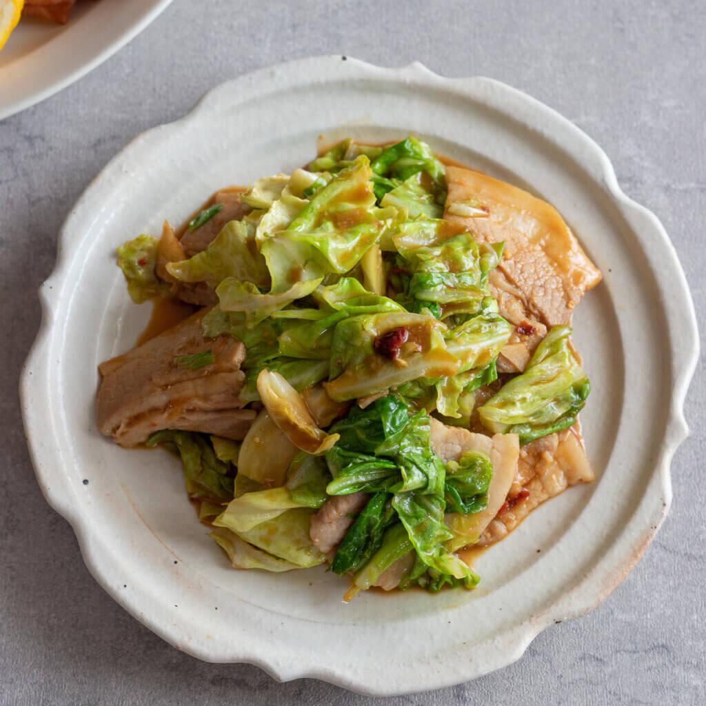 春キャベツの回鍋肉のレシピと作り方。スタイリングと写真の撮り方。 料理研究家・フードコーディネーター藤井玲子のレシピと料理写真。れこれしぴ