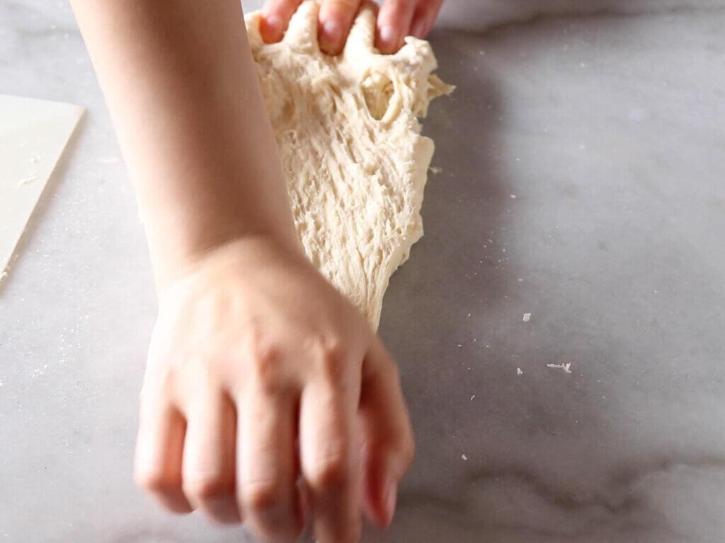 止まらぬ美味しさ♡くるみパンのレシピと作り方。スタイリングと料理写真の撮り方。 料理研究家・フードコーディネーター藤井玲子のレシピと料理写真。れこれしぴ