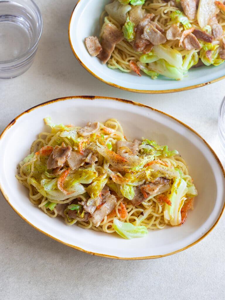 桜えびとキャベツの塩焼きそばのレシピと作り方。スタイリングと料理写真の撮り方。 料理研究家・フードコーディネーター藤井玲子のレシピと料理写真。れこれしぴ