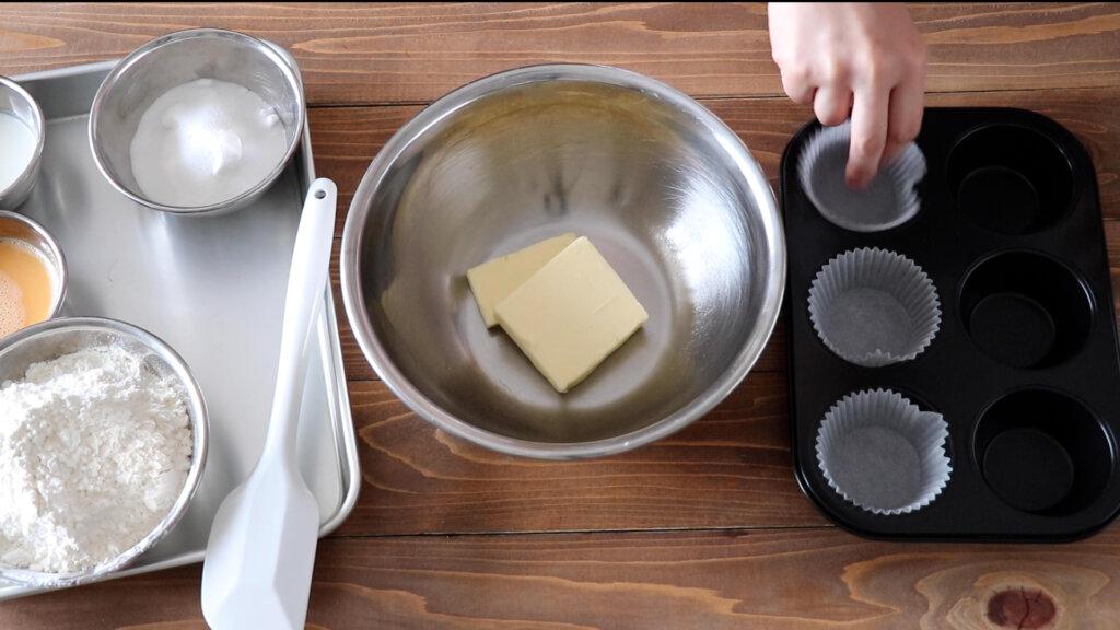 優しい香り♪基本のバニラマフィンのレシピと作り方。スタイリングと料理写真の撮り方。 料理研究家・フードコーディネーター藤井玲子のレシピと料理写真。れこれしぴ