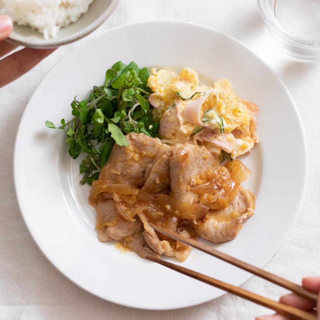 下味不要♪豚の生姜焼きのレシピと作り方。スタイリングと料理写真の撮り方。 料理研究家・フードコーディネーター藤井玲子のレシピと料理写真。れこれしぴ