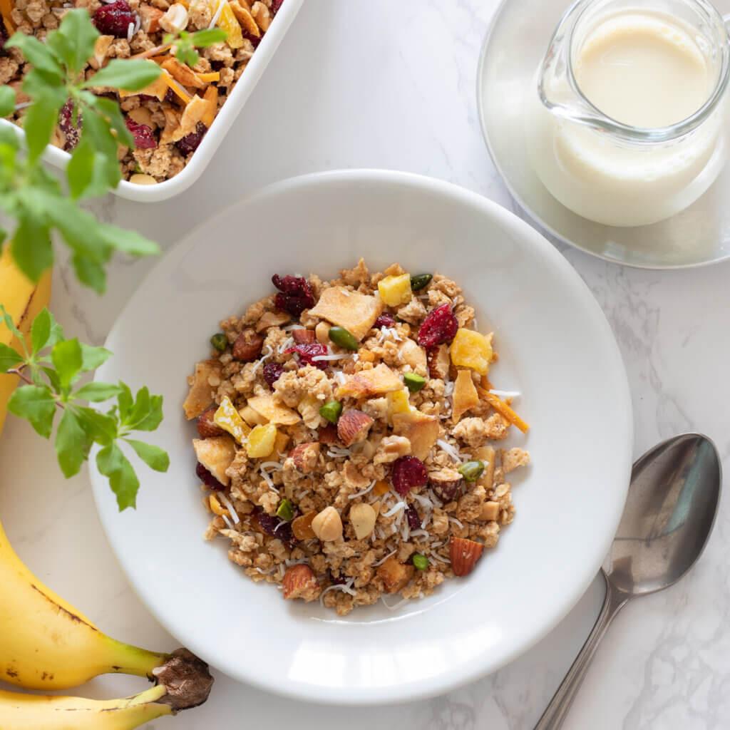 栄養満点☆トロピカルグラノーラのレシピと作り方。スタイリングと料理写真の撮り方。 料理研究家・フードコーディネーター藤井玲子のレシピと料理写真。れこれしぴ