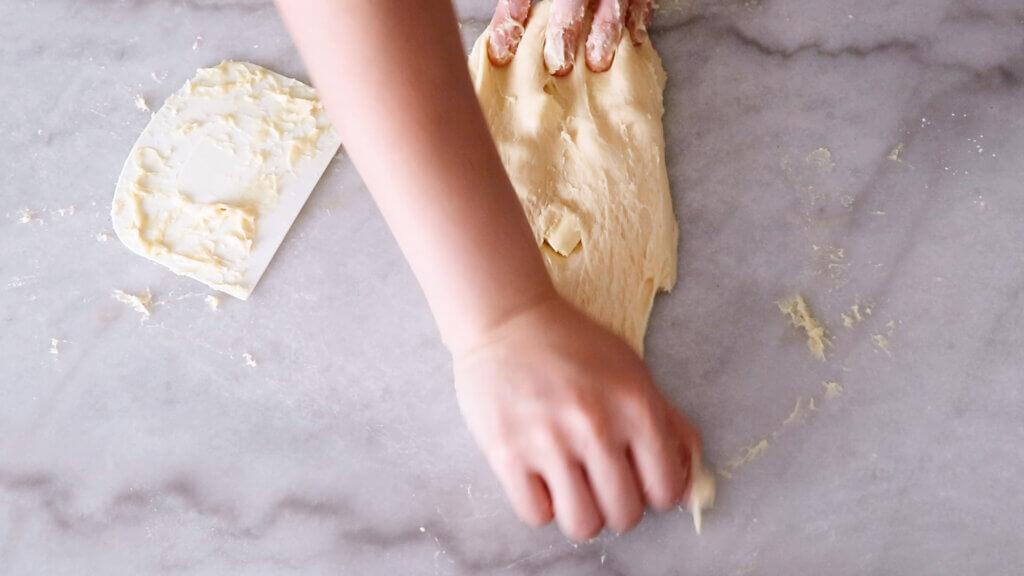 レーズンシュガークッペのレシピと作り方。スタイリングと料理写真の撮り方。 料理研究家・フードコーディネーター藤井玲子のレシピと料理写真。れこれしぴ