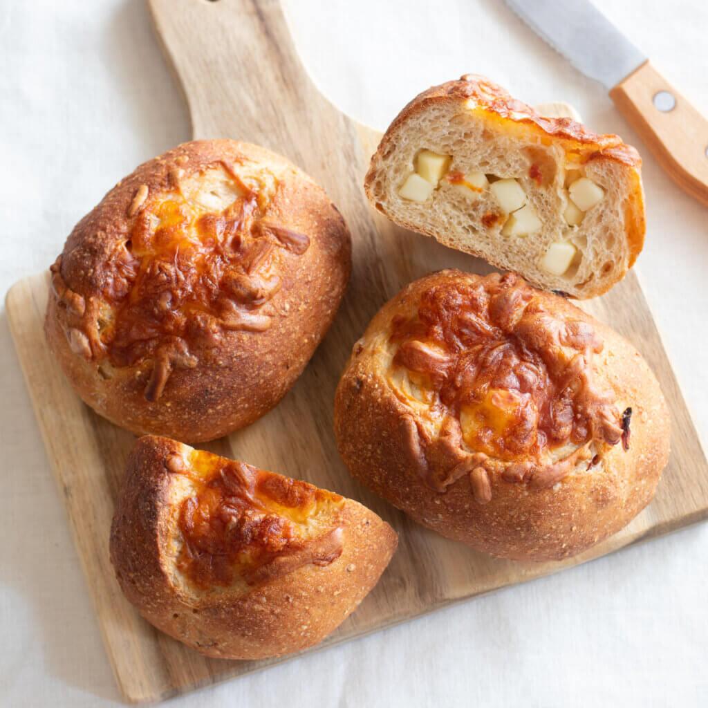 トマトとチーズのプチカンパーニュのレシピと作り方。スタイリングと料理写真の撮り方。 料理研究家・フードコーディネーター藤井玲子のレシピと料理写真。れこれしぴ
