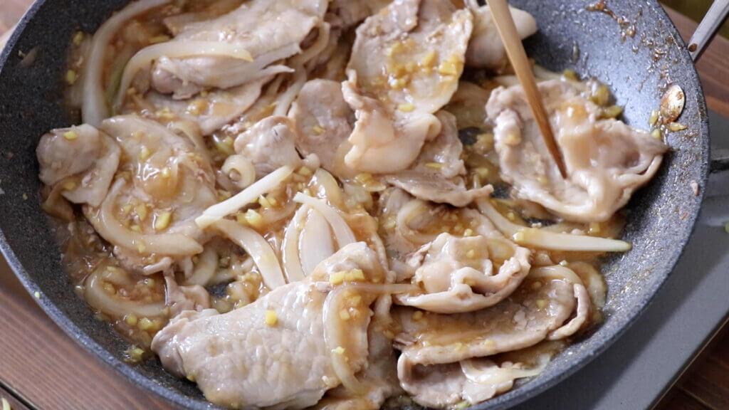 下味不要♪簡単生姜焼きのレシピと作り方。スタイリングと料理写真の撮り方。 料理研究家・フードコーディネーター藤井玲子のレシピと料理写真。れこれしぴ