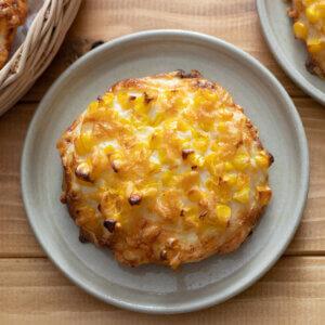 とうもろこしのピザパンのレシピと作り方。スタイリングと料理写真の撮り方。 料理研究家・フードコーディネーター藤井玲子のレシピと料理写真。れこれしぴ