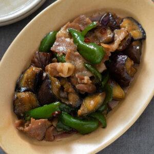 なすと豚バラのオイスター炒めのレシピと作り方。スタイリングと料理写真の撮り方。 料理研究家・フードコーディネーター藤井玲子のレシピと料理写真。れこれしぴ