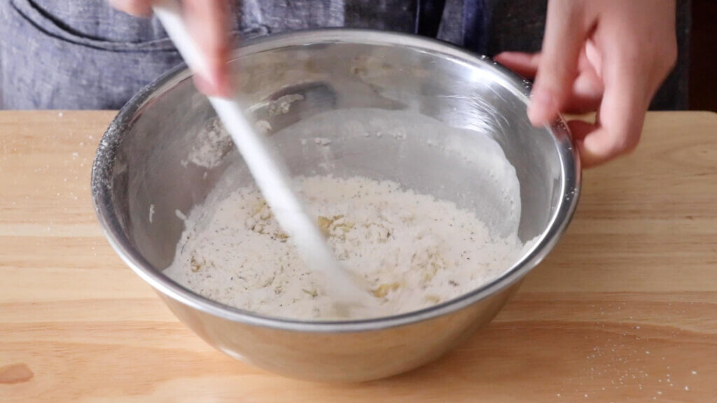 アールグレイとキャラメルのマリトッツォのレシピと作り方。スタイリングと料理写真の撮り方。 料理研究家・フードコーディネーター藤井玲子のレシピと料理写真。れこれしぴ