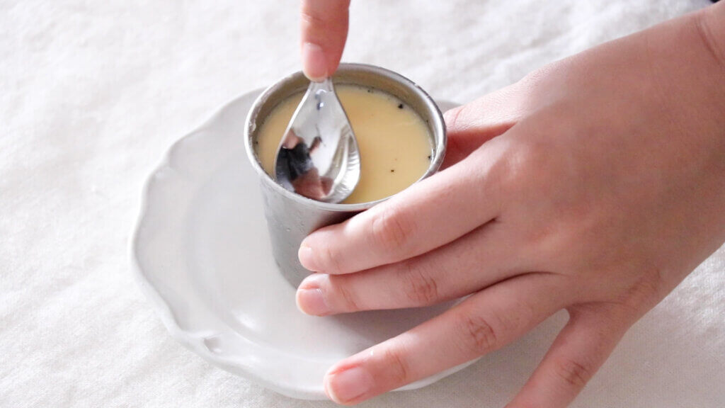 お鍋で作るなめらかカスタードプリンのレシピと作り方。スタイリングと料理写真の撮り方。 料理研究家・フードコーディネーター藤井玲子のレシピと料理写真。れこれしぴ