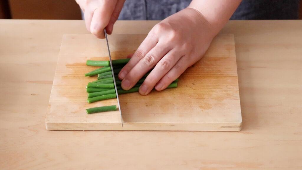 えびとにんにくの芽のとろたま炒めレシピと作り方。スタイリングと料理写真の撮り方。 料理研究家・フードコーディネーター藤井玲子のレシピと料理写真。れこれしぴ